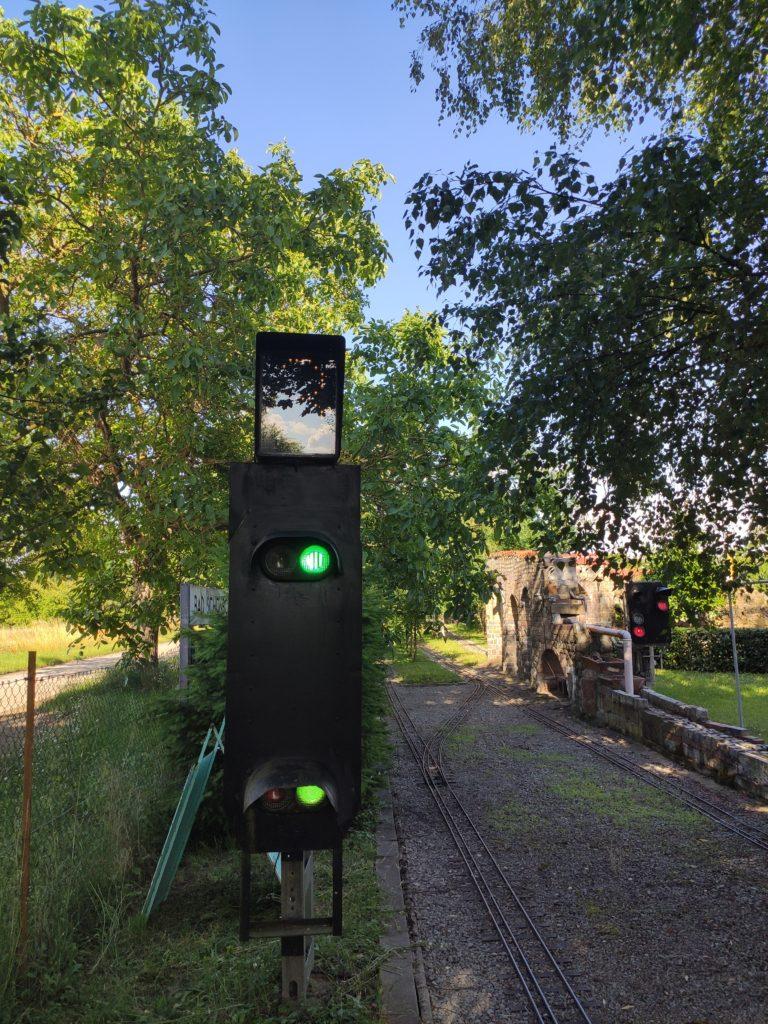 H/V Hauptsignal mit Geschwindigkeitsanzeiger. Fahrt mit 30km/h (bei uns: Fahrt mit 3km/h)